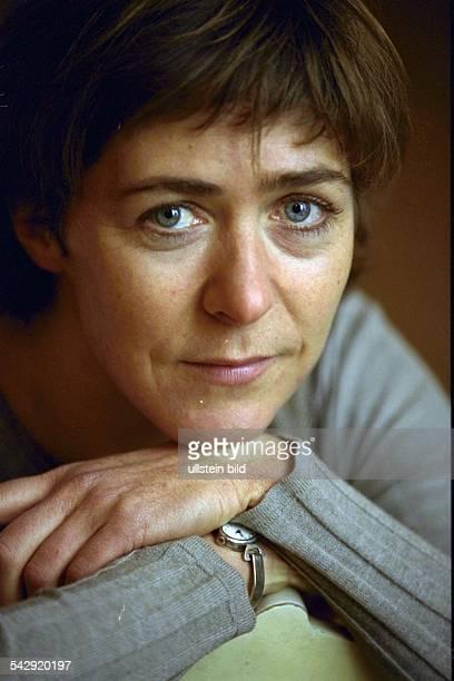 *Schauspielerin D Die Schauspielerin und Chansonnier Anne Bennent
