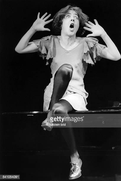 *Schauspielerin Schweiz Chansonabend im Berliner HebbelTheater 'Pour Maman'