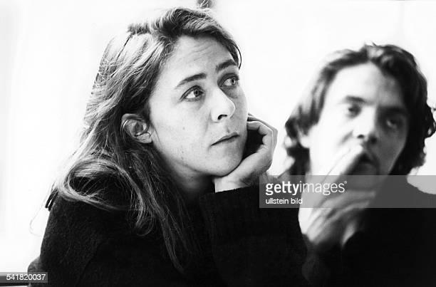 *Schauspielerin Schweiz im Hintergrund ihr Bruder David 1996