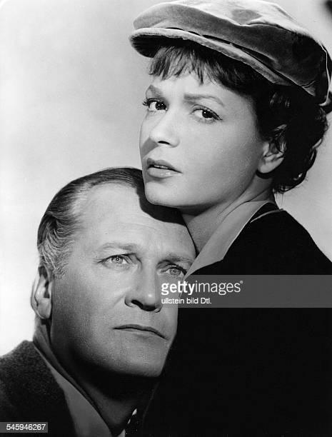 """Schauspieler, Dmit Eva Bartok in dem Film """"Ohne dich wird es Nacht""""Regie: Curd JürgensDeutschland, 1956"""