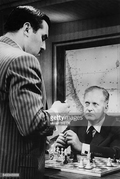*Schauspieler Dmit Mario Adorf im Film 'Schachnovelle' 1960