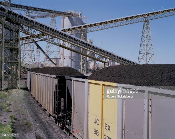 Car coal train moves slowly down a track as it's loaded at the Buckskin Coal Mine, in Gillette, Wyoming, June 13, 2006. BNSF operates the train...