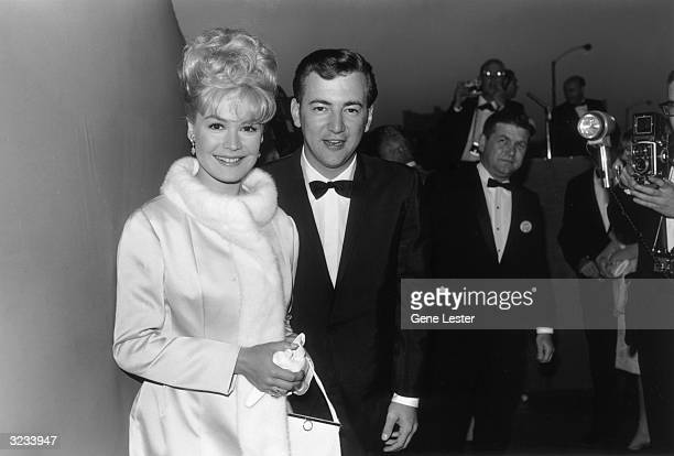 EXCLUSIVE American actor Sandra Dee smiles with her husband American pop singer and actor Bobby Darin as they attend the Academy Awards Santa Monica...