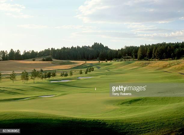 13th hole at eagle bend golf course - eagle golf imagens e fotografias de stock