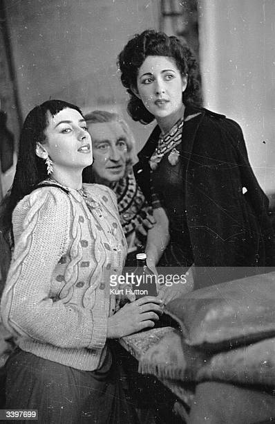 Sybil Amiel Vivien Leigh's standin watching a scene on the set of the Two Cities/Rank film 'Caesar and Cleopatra' with Kay Kendall and Russell...