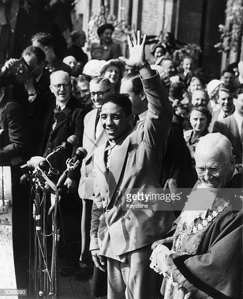 Boxer Randolph Turpin accompanied by the mayor acknowledges the plaudits of the crowd in his home town of Leamington Spa Worcestershire after he had...