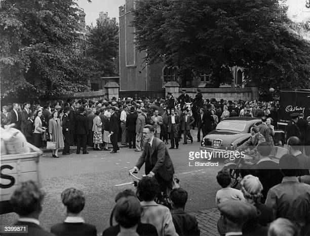 Crowds outside Holloway Prison London for the execution of Ruth Ellis the last woman to receive the death penalty in Britain