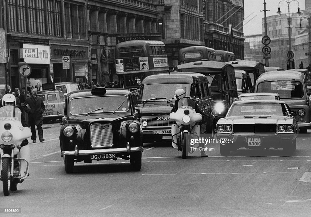 The convoy containing the Old Bailey bomber takes him to Bow Street via the Strand.