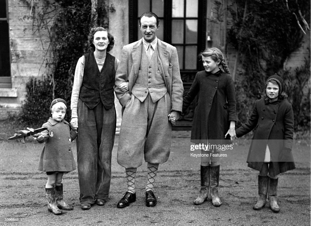 Du Maurier And Family : News Photo