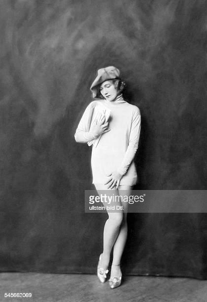*14101897Tänzerin Schauspielerin Sängerin Polen / USAeigentlich Marianna Michalskaim Minikleid mit Baskenmütze 'keusch unschuldig schamhaft'...