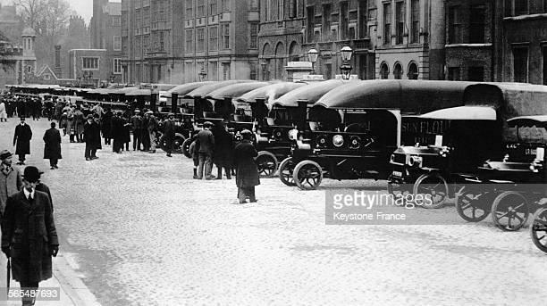 14e parade annuelle des camions et camionnettes à Londres Angleterre RoyaumeUni circa 1920
