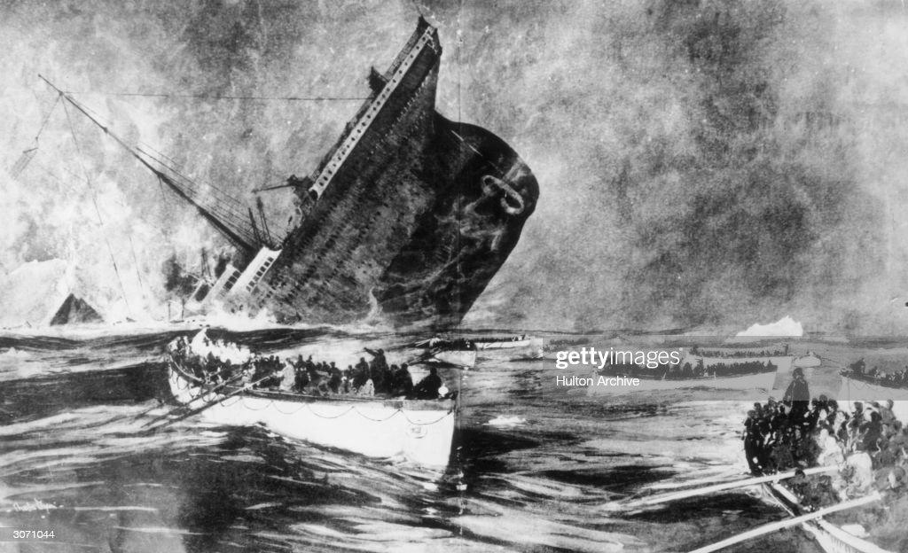 Sinking Titanic : News Photo