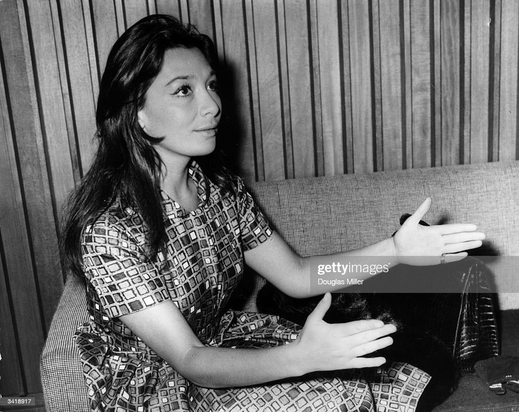 French film actress and singer Juliette Greco chatting in the lounge...  News Photo - Getty Images
