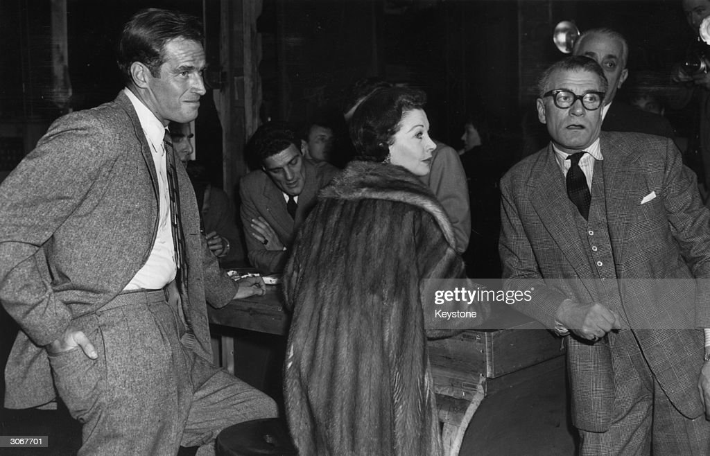 Left to right Charlton Heston, Vivien Leigh (1913 - 1967) and her husband Laurence Olivier (1907 - 1989) at rehearsals for a midnight charity matinee in aid of the Frejus Disaster Fund at the Lyric theatre , London.