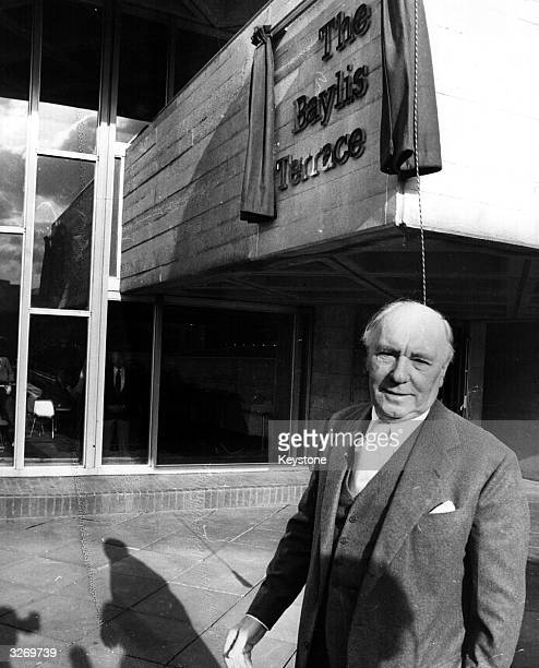 Sir Ralph Richardson unveils a plaque in memory of Lilian Baylis at the National Theatre Southbank Miss Baylis founder of the Old Vic was the moving...