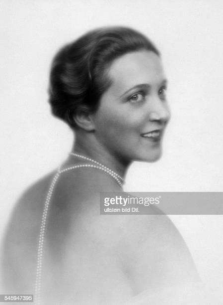 *15011899Schauspielerin Sängerin Soubrette DPorträt mit Perlenkette 1927veröffentlicht Dame 1/Oktober 1927 Sieben Tage 3/1932Foto Atelier Badekow