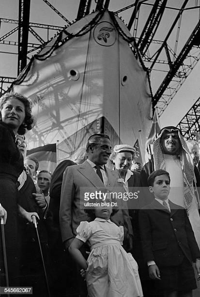 *Reeder GROnassis beim Stapellauf desgrössten Tankers der Welt in Hamburgmit Frau Tina Tochter Christina undSohn Alexander rechts der...