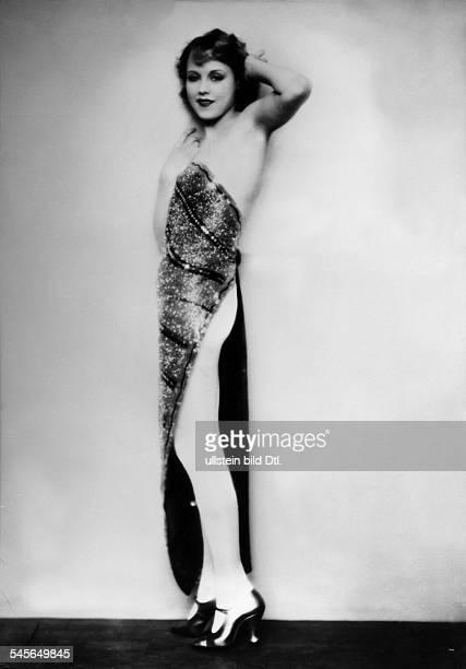 *Schauspielerin DPose im AbendkleidFoto Badekow undatiert 1920er Jahre