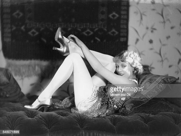 *Schauspielerin Dum 1926