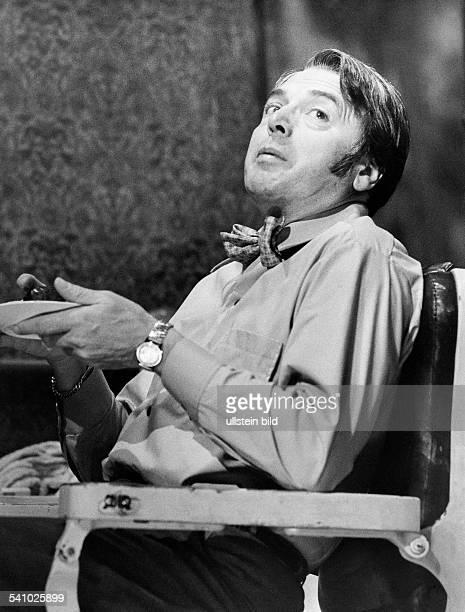 Schauspieler D Szene aus 'Unter der Treppe'von Charles DyerRegie Harry MeyenRenaissance Theater Berlin in der Rolle des Charly 00101968