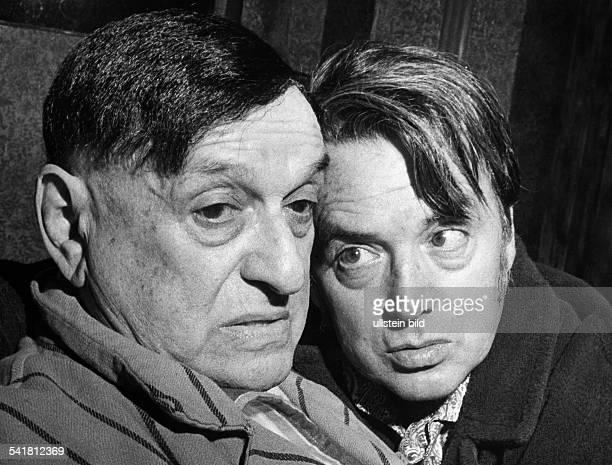 Schauspieler Din 'Unter der Treppe' von Charles DyerRegie Harry MeyenRenaissance Theater Berlin Q als Harry zusammen mitLeonard Steckel als Harry...