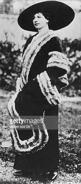 Tänzerin, Niederlandeals Spionin hingerichtet 1917 in Frankreich)Porträt- undatiert um 1914