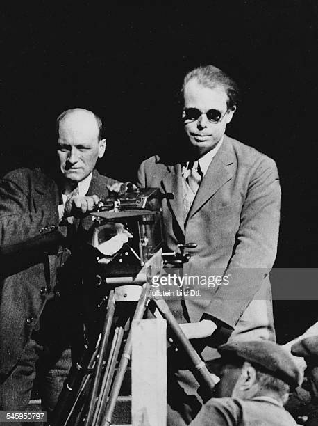 15918941221979Filmregisseur Frankreichbei Dreharbeiten um 1926