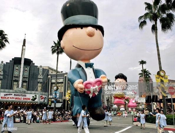 15-meter high inflatable Peanuts characters Charlie Brown ...
