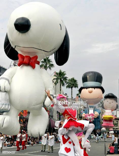 15meter high inflatable Peanuts characters Peanuts characters Snoopy Charlie Brown and Lucy are paraded during the first and only attraction of the...