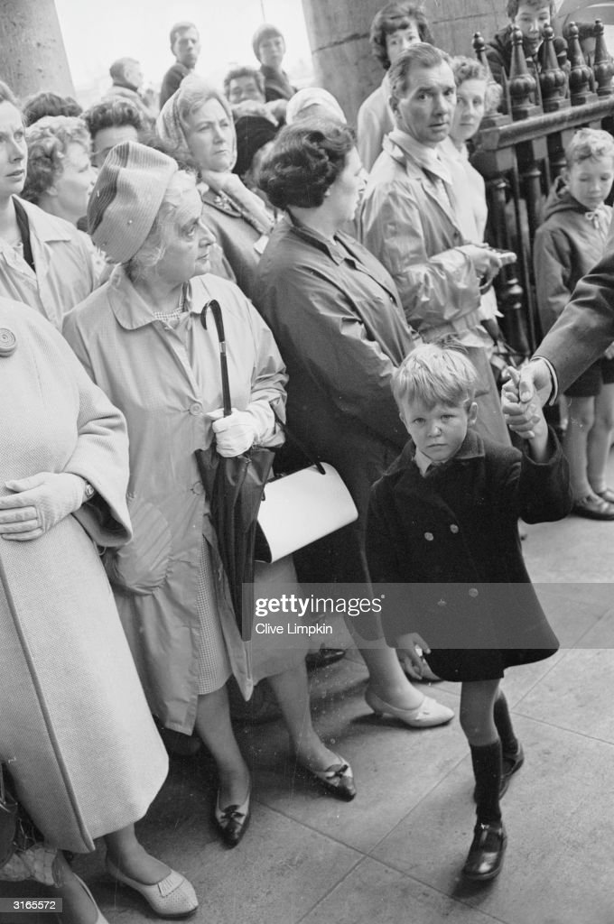 Crowds flock to a memorial service for the late actress Vivien Leigh at the church of St Martin-in-the-Fields, London.