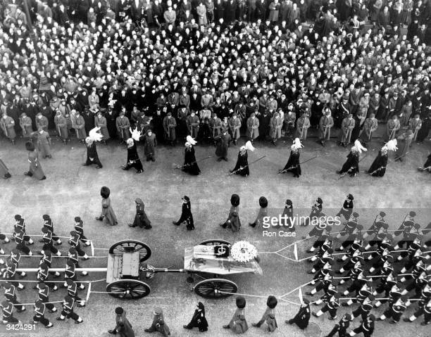 A view of the coffin of King George VI as it passed through Piccadilly on its way to Paddington Station en route for Windsor