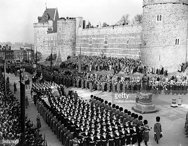 The coffin of King George VI arriving at Windsor Castle for the service and interment.