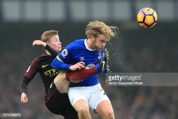 15th January 2017 Premier League Everton v Manchester City Kevin De Bruyne of Man City battles with Tom Davies of Everton
