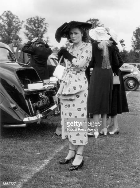 Mrs Randolph Churchill arriving at Ascot
