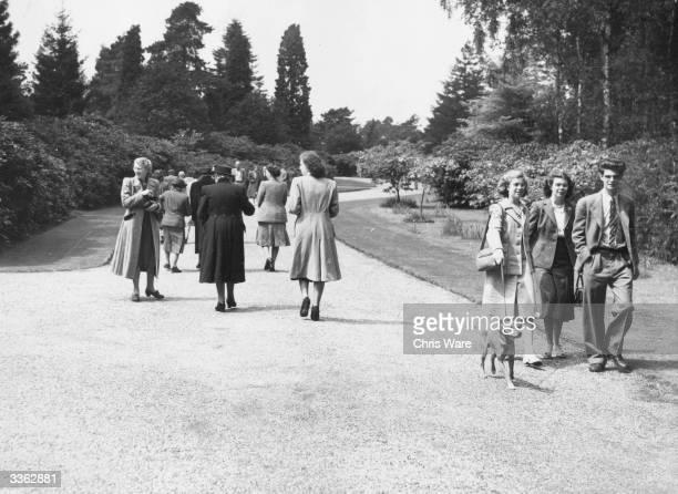 Visitors at the residence of Princess Elizabeth and the Duke of Edinburgh on Windlesham Moor Surrey