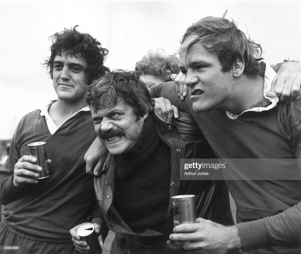English actor Oliver Reed (1938 - 1999, centre) with rugby players Garrick Fay and Stuart Gregory.