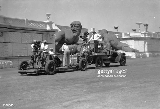 Cameras mounted on a dolly for the chariot race scene in the Roman epic 'BenHur' directed by Fred Niblo