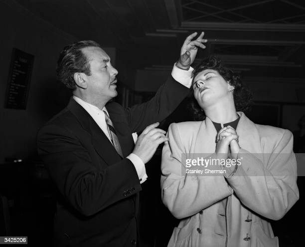 Hypnotist Ralph Slater hypnotising a woman