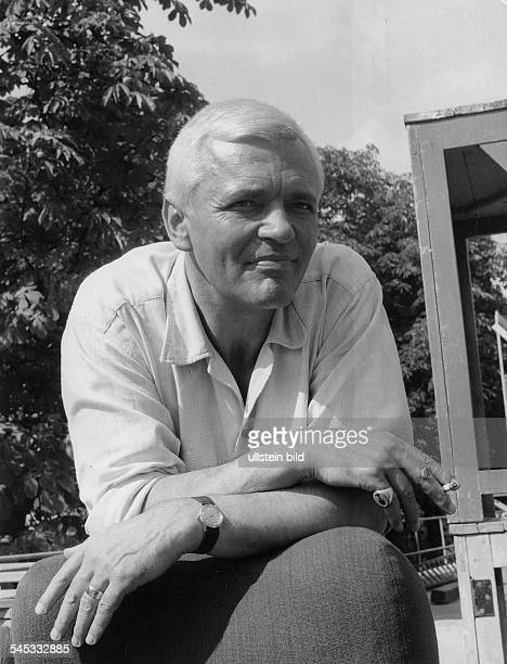 Schauspieler, Dprivat mit Zigaretteum 1960
