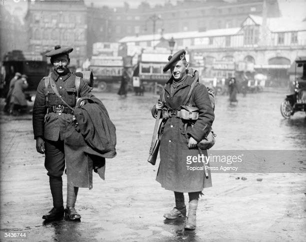 Scottish soldiers home from France