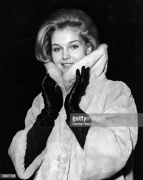 American actress Carol Lynley arrives in London for the premiere of Otto Preminger's new film 'The Cardinal' which premieres on 20th December at the...