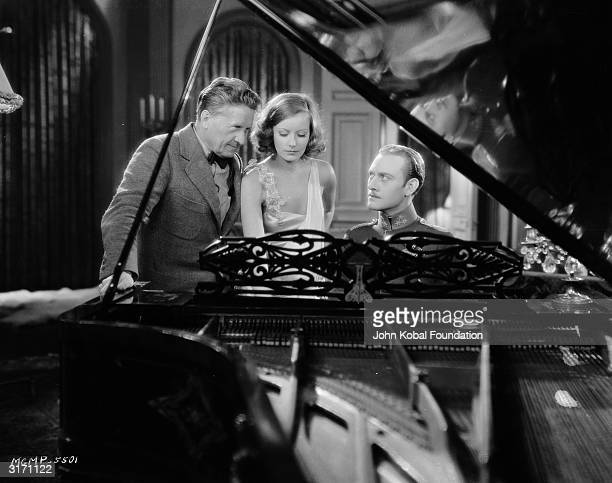 SwedishAmerican actress Greta Garbo with her costar Conrad Nagel and film director Fred Niblo during the filming of the romantic drama 'The...