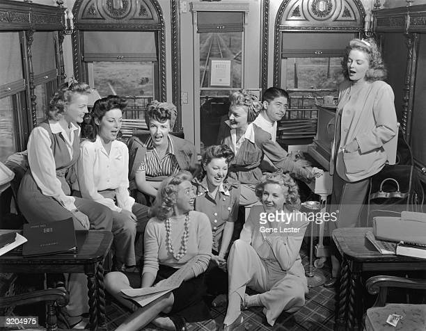 EXCLUSIVE Fulllength group portrait of a group of female actors on the Hollywood Victory Caravan train singing during a USO tour LR back Elyse Knox...