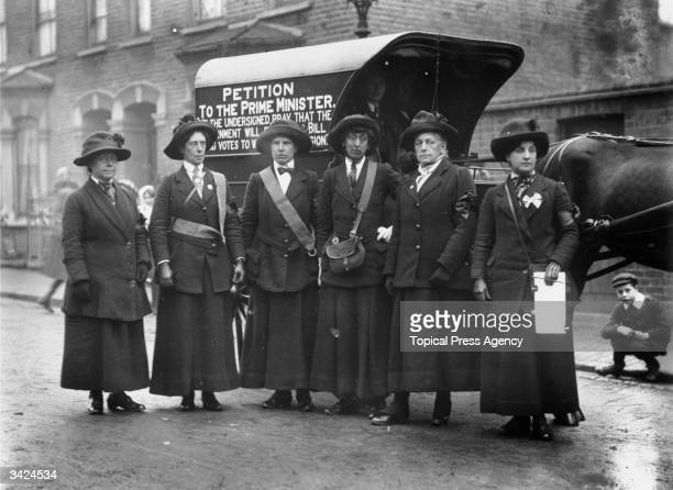 Suffragettes in Finchley after they have walked from Edinburgh to London to deliver a petition to the prime minister Behind them is a horsedrawn...