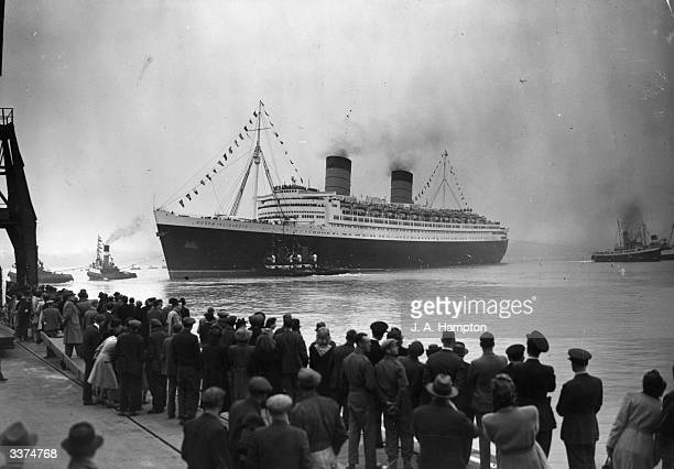 The RMS Queen Elizabeth leaving Southampton on her maiden voyage as a passenger liner