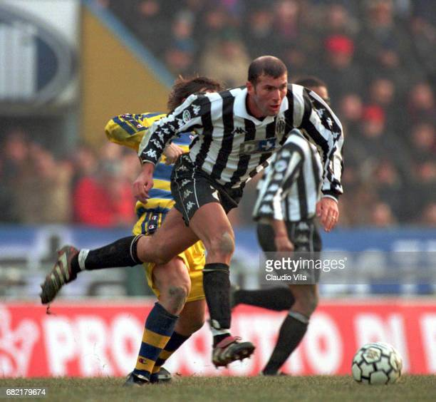 A 16th round PARMA Vs JUVENTUS 11 ZINEDINE ZIDANE in action