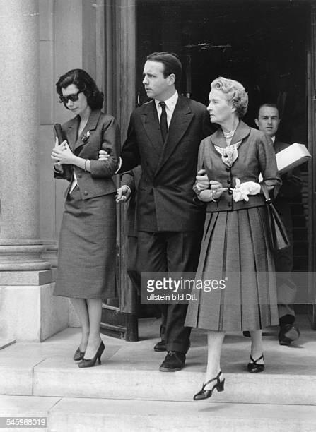 *Diplomat IranSohn des Aga Khan IIIHochkommissar der Vereinten Nationen für Flüchtlinge 19651977 mit seiner Verlobten dem britischen Model Nina...