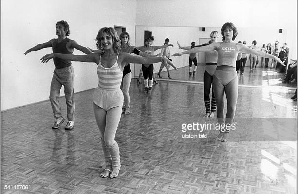 * Filmschauspielerin USAin ihrem AerobicStudio in Berlin 1982