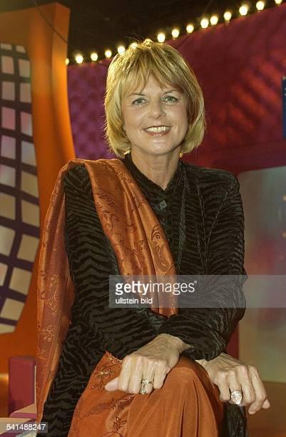 Moderatorin D/Niederlandein den Kulissen des ZDFTalks 'Blond am Freitag'