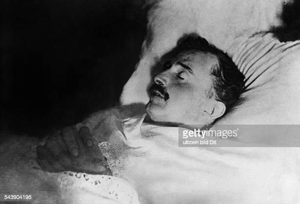 On his deathbed - um 1922- Photographer: Rudolf Balogh- Published by: 'Der Querschnitt' 6/1931Vintage property of ullstein bild